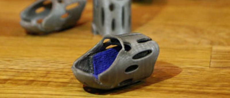 Prototype 3D printed finger splint for broken fingers on a desk